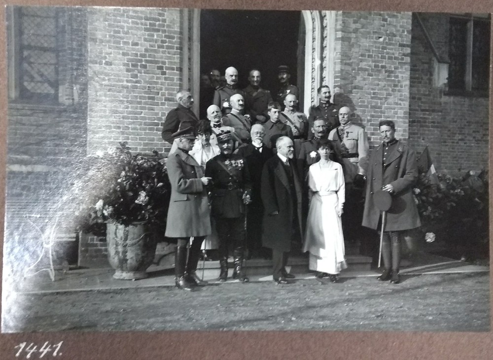 an exhibition in the castle on World War I and the village of Loppem.